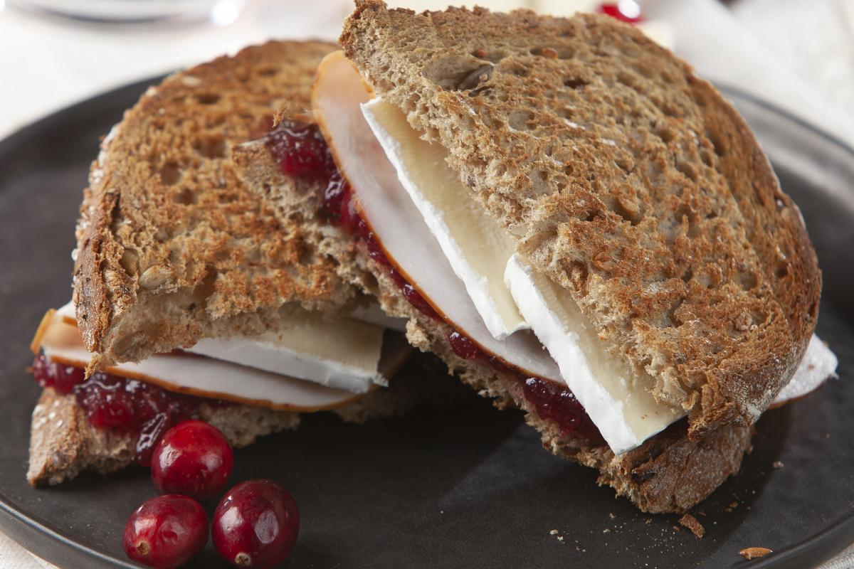 Croque with turkey, Brie and cranberries