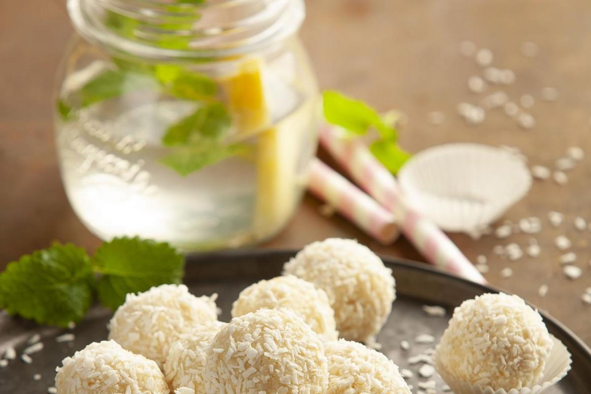 Pineapple-mint-lime drink with cocos-lemon bliss balls