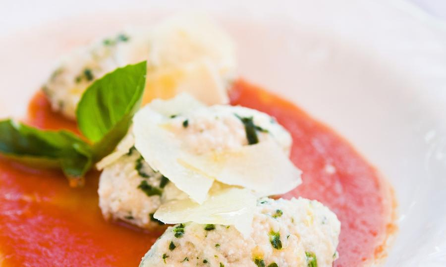 Dumplings with ricotta in tomato sauce