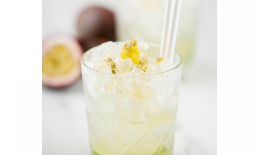 Mocktail aux fruits de la passion et jus de citron vert